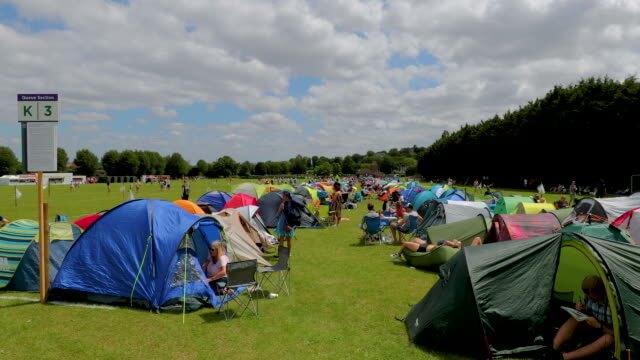 Queuing On Match Day at Wimbledon-buy get cheap wimbledon tickets